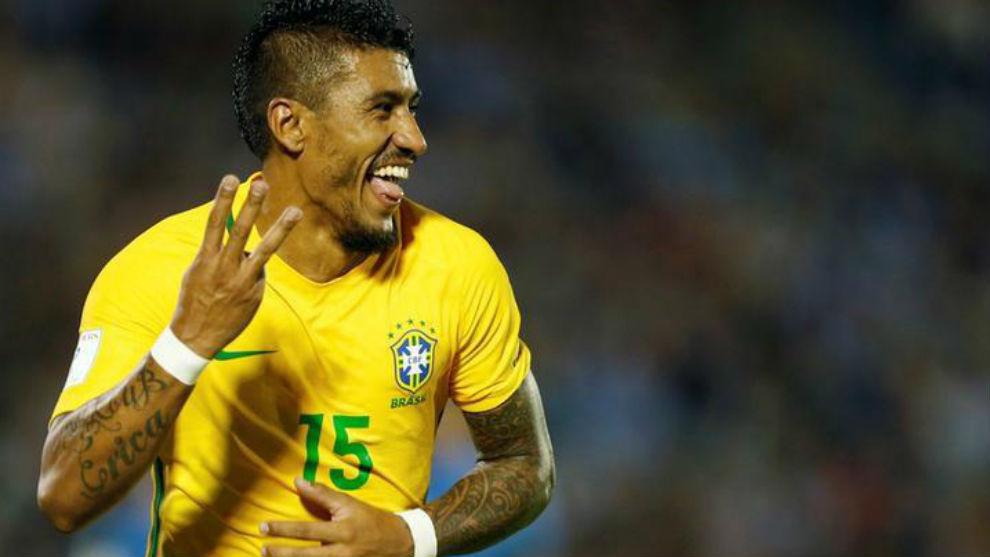 Paulinho, en un encuentro con la selección de Brasil.