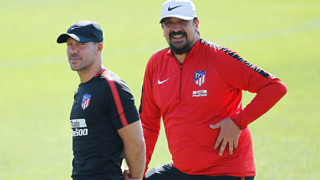Simeone y Burgos, en un entrenamiento del Atlético.