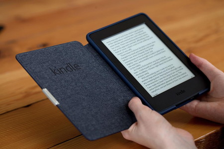 Amazon Kindle Paperwhite 2015 In Hand 1500x1000