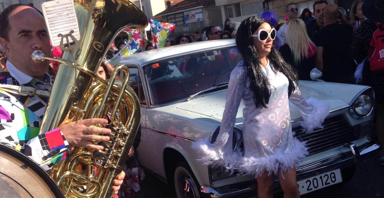 La XVIII edición de la Fiesta Hortera llenó de color las calles del pueblo coruñés de Porto do Son.
