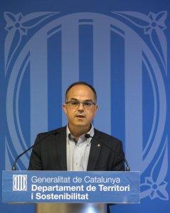 El conseller de Presidencia Jordi Turull, atiende a los medios de comunicación tras la reunión del gabinete de crisis para analizar las medidas a adoptar ante la huelga indefinida convocada en el Aeropuerto de El Prat por los trabajadores de Eulen. EFE/Qu
