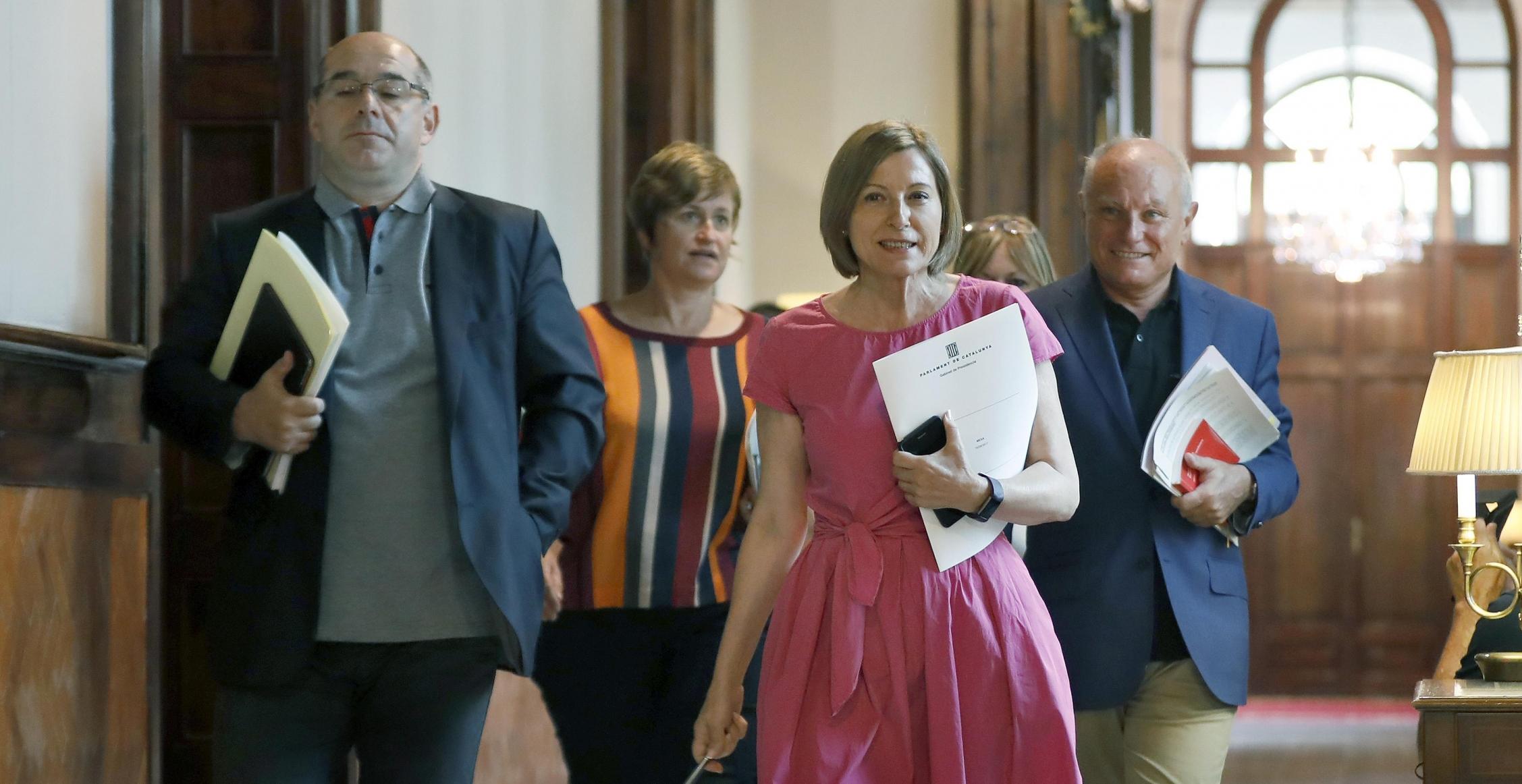 La presidenta del Parlament, Carme Forcadell, se dirige a la reunión de la Mesa del Parlament, que abre el nuevo período de sesiones de la cámara catalana. EFE/Andreu Dalmau