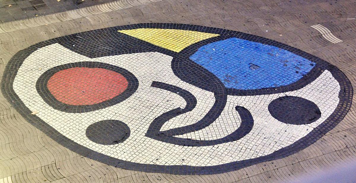 Mosaico de Joan Miró o del 'Pla de l'Os' en Las Ramblas de Barcelona