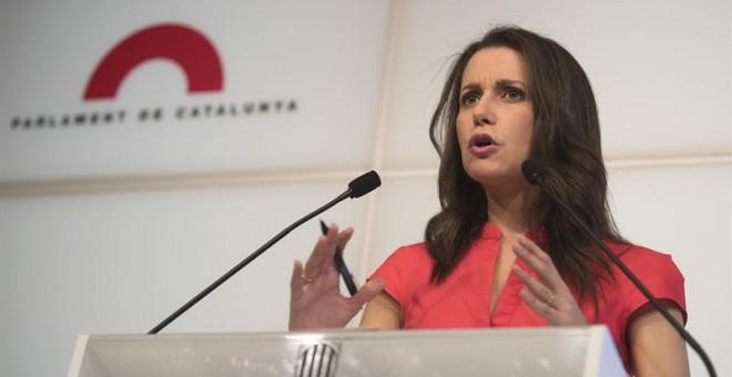 La líder de Ciutadans en Cataluña, Inés Arrimadas, durante la rueda de prensa ofrecida en Barcelona para valorar la ley de transitoriedad impulsada por JxSí y la CUP EFE/Marta Pérez