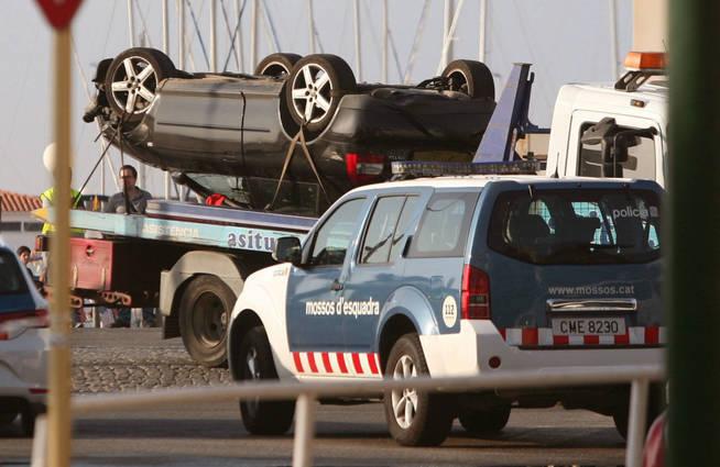 El Audi volcado de los presuntos terroristas en Cambrils