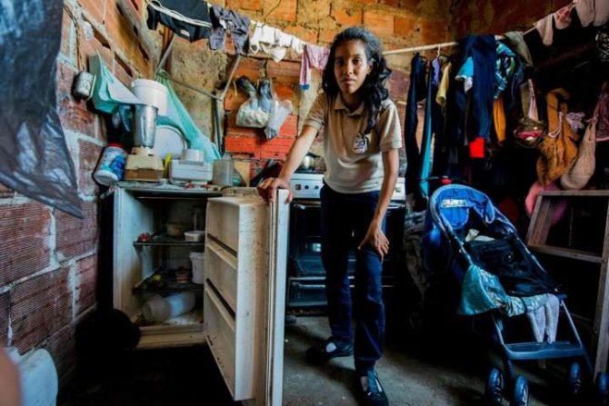 La mamá de Rebeca León con evidentes signos de desnutrición.