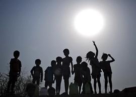 La prostitución infantil en Bombay disminuye en los burdeles pero aumenta en espacios privados