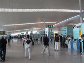Trabajadores de la restauración del Aeropuerto de Barcelona realizan una jornada de huelga