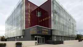 El FC Barcelona gana el caso de la explotación de la fachada de la Masia
