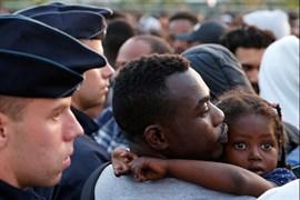 Francia expulsa a más de 2.000 refugiados de un campamento en el norte de París