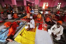 Al menos 16 muertos tras despeñarse un autobús con peregrinos hidúes en la Cachemira india