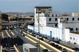 Detenido un marroquí por herir con un cuchillo a un policía en la frontera de Melilla al grito de