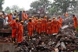Asciende a 17 la cifra de muertos por el derrumbe de un edificio de cuatro plantas en Bombay