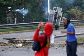 La primera jornada de la huelga opositora en Venezuela deja tres muertos y 159 detenidos