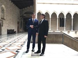 Pedro Sánchez llama a Puigdemont para conocer la evolución de los heridos en el accidente de tren de Barcelona