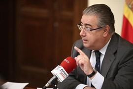 Zoido rechaza cambios en la política penitenciaria y recuerda que ETA aún no se ha disuelto