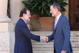 Rajoy informa al Rey de la cumbre con Macron, Merkel y Gentiloni del 28 de agosto en Francia