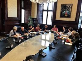 El Parlamento catalán pospone la tramitación de la ley del referéndum por la presión judicial y su
