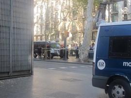 Dos detenidos tras el atentado en Barcelona, pero el autor sigue huido