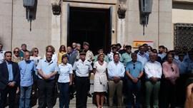 Partidos políticos e instituciones extremeñas muestran en Badajoz su repulsa por los actos terroristas en Cataluña