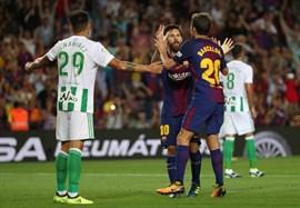 Messi endereza al Barça en el estreno liguero