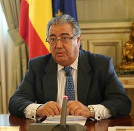 Zoido pide a los delegados del Gobierno mayor implicación de las policías locales en la alerta antiterrorista