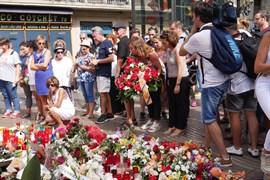 Armengol muestra su apoyo al pueblo catalán en la manifestación 'No Tinc Por' de Barcelona