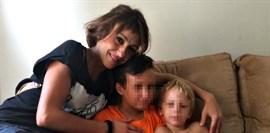 Juana Rivas entrega a sus hijos menores al padre en la Guardia Civil