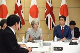 May y Abe acuerdan cooperar para hacer frente al desafío de Corea del Norte
