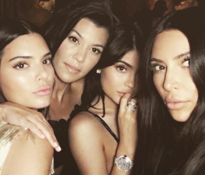 A Kim Kardashian le cae una demanda de 100 millones de dólares por sus selfis