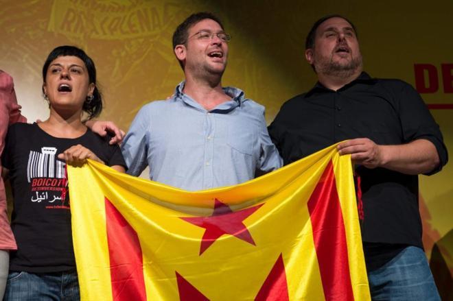 Anna Gabriel (CUP), Albano Dante (Podemos) y Oriol Junqueras (ERC).