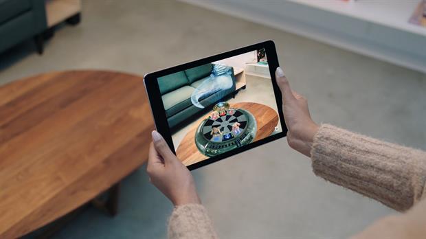 Apple planea incorporar la realidad aumentada en la próxima edición de su sistema operativo iOS 11, y un argentino llamó la atención de la compañía con sus prototipos bajo esta tecnología