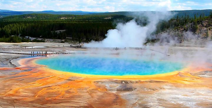 Yellowstone entra en erupción aproximadamente cada 600.000 años, y ya han pasado aproximadamente 600.000 años desde que lo hizo por última vez. FOTO: Gran Fuente Prismática; aguas termales y géiser, en el Parque nacional Yellowstone, Wyoming.