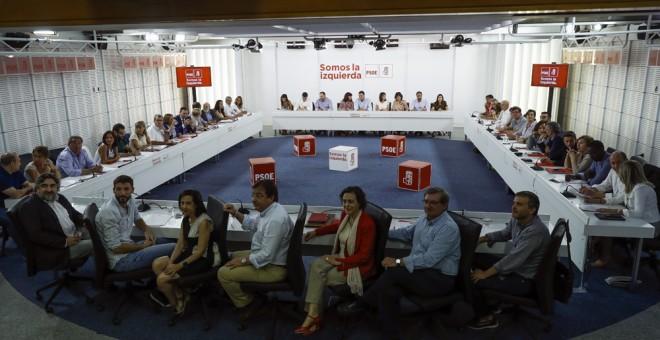 Vista de la reunión de la Comisión Ejecutiva Federal del PSOE en la sede de Ferraz para debatir en plenario la propuesta de los socialistas en relación con la consulta soberanista anunciada para el 1 de octubre. EFE/Emilio Naranjo