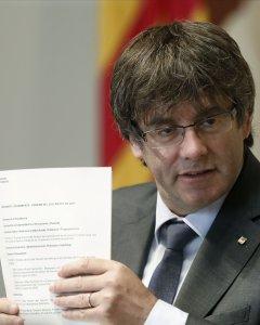 El presidente de la Generalitat, Carles Puigdemont, durante la reunión semanal del Govern. EFE/Andreu Dalmau