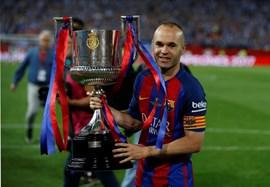 El capitán Andrés Iniesta, el único pilar del Barça pendiente de renovar su contrato
