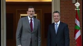 Urkullu se reúne con Rajoy y le traslada su programa de Gobierno que prioriza las transferencias pendientes