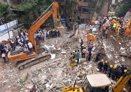 El derrumbe de un edificio en Bombay deja ocho muertos y decenas de personas atrapadas