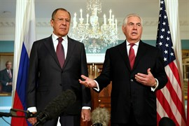 Tillerson y Lavrov se reúnen para enmendar la relación tras las nuevas sanciones de EEUU a Rusia