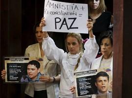 Decomisan 60.000 dólares del coche familiar de Leopoldo López y Lilian Tintori asegura que son para cuidados médicos