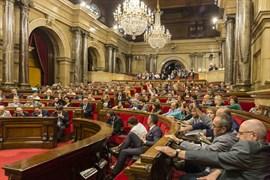 El pleno del Parlament se reúne este miércoles con la ley del referéndum en el punto de mira