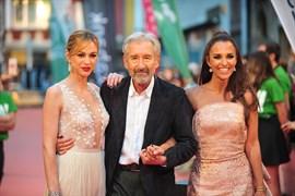 Paula Echevarría y Marta Hazas, protagonistas de la alfombra roja de 'Velvet Colección'