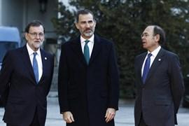 El Rey, en contacto permanente con Rajoy en el día en que el Parlament ha aprobado la ley del referéndum