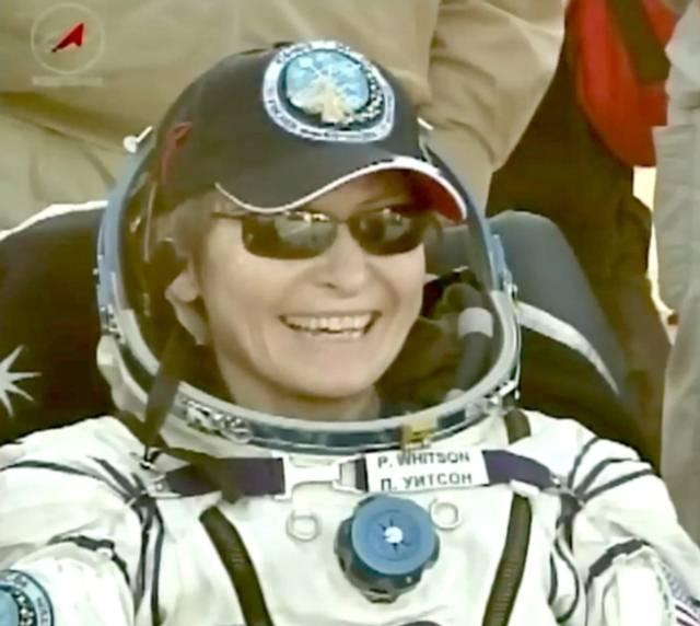 Peggy Whitson tras su regreso.