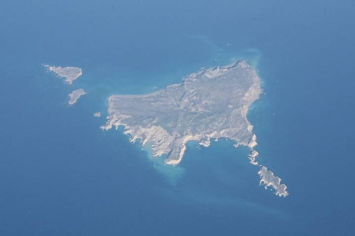 Islas de norte a sur: Kufonisi, Makrulo, Mármaro, Stronguilí y Trájilos