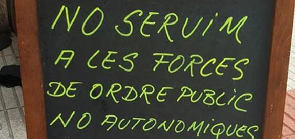 Cartel de un establecimiento de Calella. Foto: Ràdio Calella TV
