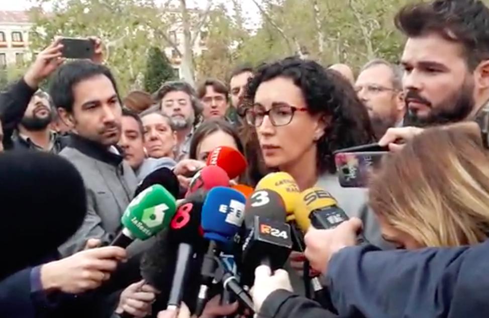 """11 de Mayo (Catalunya)   Manifestación """"Cap Intervenció:Desmilitarització / No Intervención:Desmilitarización""""  Marta-rovira"""