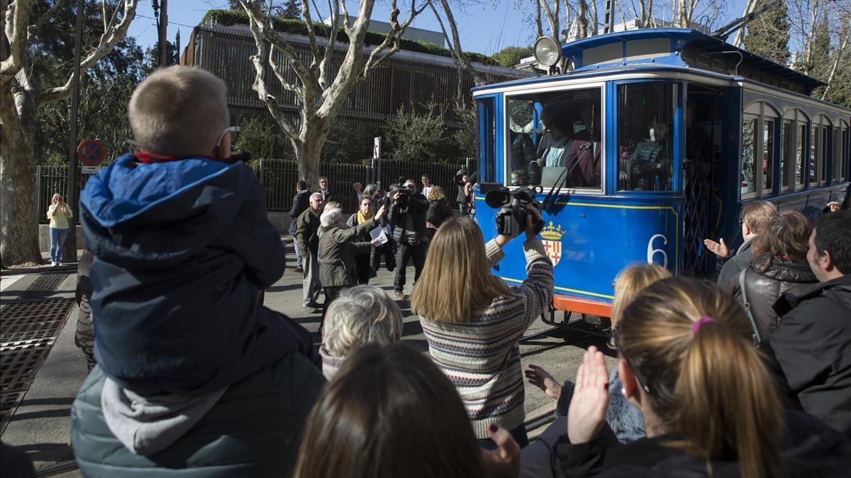 Barcelona despide al Tramvia Blau con la incertidumbre sobre