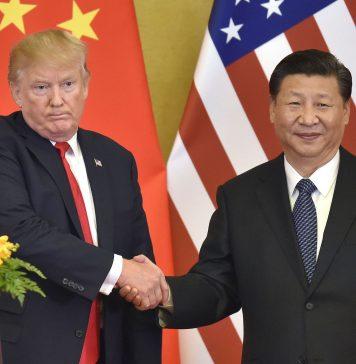 Donald Trump y el presiente chino Xi Jinping en Beijing durante la conferencia celebrada den noviembre de 2017. La cara del presidente norteamericano vaticina la guerra comercial